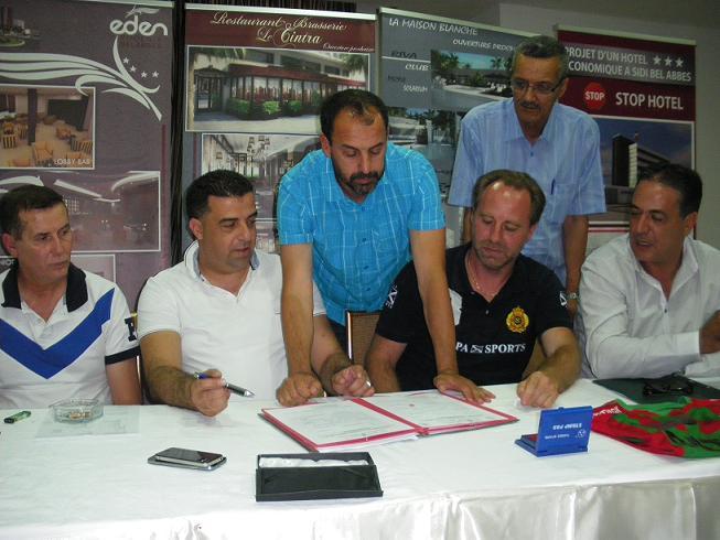 امضاء  مساعد المدرب ادريس لعبان