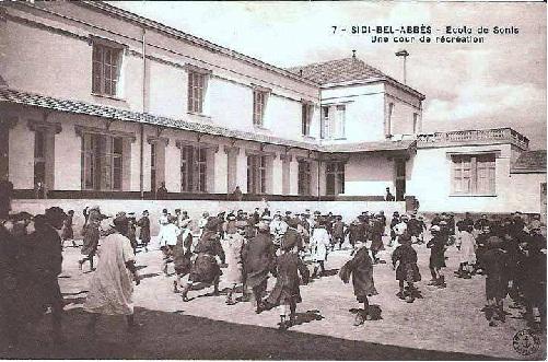 Sidi bel abbes : Ecole de Sonis ; une cour de récréation