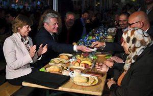 Le Président Allemand à la table d'Iftar à Berlin avec la communauté Musulmane.